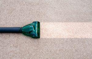 kā iztīrīt paklāju
