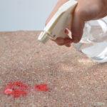 kā iztīrīt asins traipus
